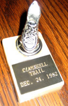 Clamshell trophy